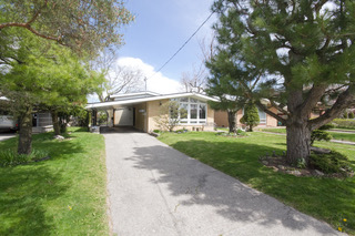19 Holford Cres